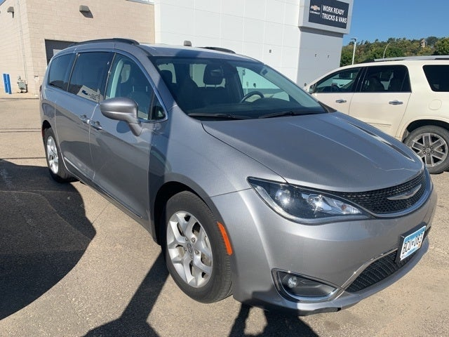 Used 2017 Chrysler Pacifica Touring-L with VIN 2C4RC1BG0HR794983 for sale in Rochester, Minnesota