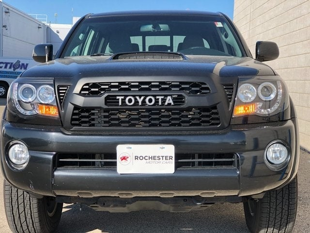 Used 2010 Toyota Tacoma  with VIN 3TMMU4FN2AM017915 for sale in Rochester, Minnesota